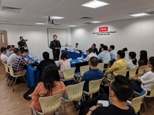 Presentation to Hainan Delegates4