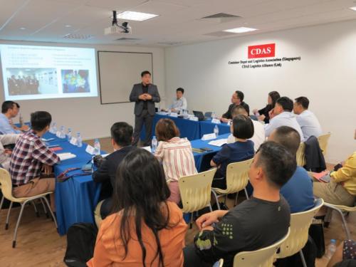 Presentation to Hainan Delegates5