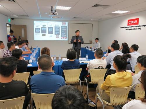 Presentation to Hainan Delegates6