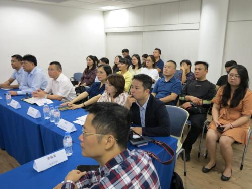 Presentation to Hainan Delegates3